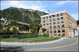 Quel(le) ancien(ne) candidat(e) à la vice-présidence des Etats-Unis était gouverneur de l'Alaska durant la campagne électorale ?