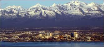 Laquelle de ces affirmations à propos de la ville d'Anchorage est exacte ?