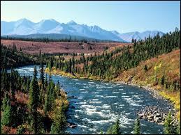 Combien de provinces et/ou de territoires canadiens sont limitrophes de l'Alaska ?