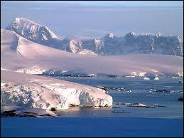 Laquelle de ces étendues d'eau ne borde pas l'Alaska ?