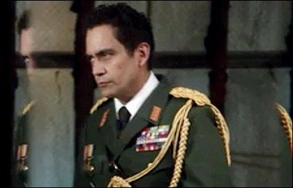 Comment s'appelle la femme du général Benicio Florez ?