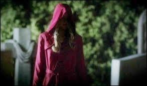 """De quelle couleur sont les cheveux de """"Manteau rouge"""" ?"""