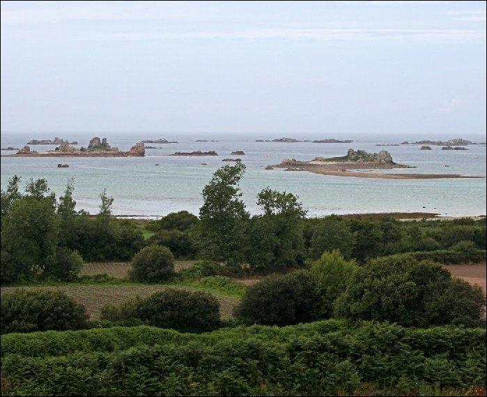 Après tout ce trafic, je n'aurai plus qu'à aller me recentrer face à l'île du Milieu, chez Patrick : un des rares endroits en France où l'on peut se sentir à la fois chez soi et au bout du monde. Dans quelle région ?