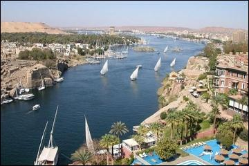 Mais pour un peu plus de soleil, je n'ai qu'à rejoindre Georges et Wagdi, dont toute la famille copte loge à Safaga, sur la mer...