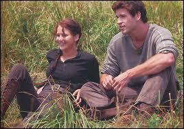 Contre quoi Gale a-t-il échangé un bout de pain pour Katniss et lui ?