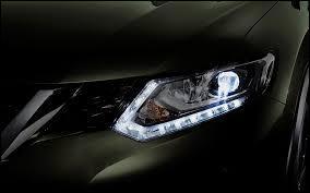 De quelle voiture s'agit-il grâce au phare sur l'image ci-contre ?