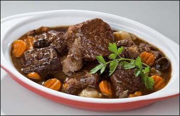 La soirée se passe encore dans le Gard, où nous allons manger la spécialité régionale à base de taureau nommée :