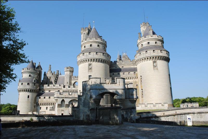 """La devise de cette commune de l'Oise est """"Qui veult, peult"""". Où irez-vous pour visiter son château, un imposant château-fort situé à la lisière sud-est de la forêt de Compiègne ?"""
