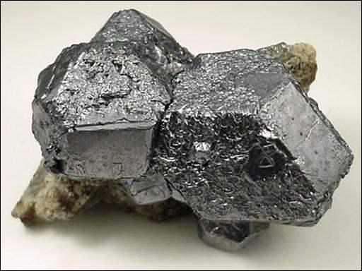 Quels sont les deux éléments chimiques utilisés pour faire du bronze ?