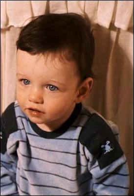 Quel âge Harry a-t-il quand il est emmené chez les Dursley ?