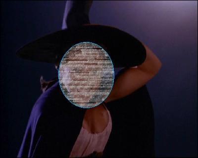 Qui joue à la sorcière sur un balai ?