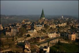 Je vous emmène à la découverte de la ville bas-normande de Domfront. Pour cela, nous devons nous rendre dans le département ...