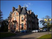 Voici le château de la Beausserie, située dans la commune limousine de Panazol. Pour le voir, rendez-vous dans le département ...