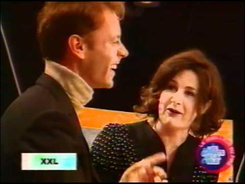 Lors d'une émission télévisée, Valérie Lemercier rencontre le roi du porno, Rocco Siffredi, elle lui chante alors une chanson ...