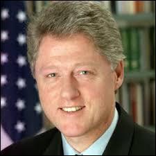 À qui succéda le président américain Bill Clinton ?