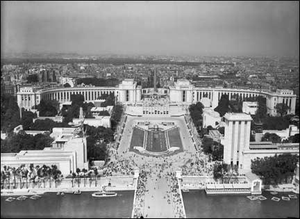 Quel était le thème de l'exposition universelle de Paris en 1937 ?
