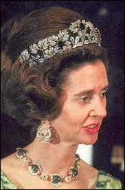 """Complétez. """"Doña Fabiola de Mora y Aragon née à Madrid, reine des Belges de 1960 à 1993, est décédée à Bruxelles le 05 décembre dernier. Elle fut la …reine des Belges."""""""
