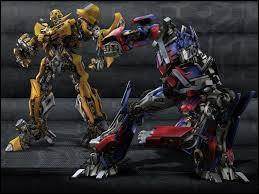 """La franchise """"Transformers"""" est elle aussi une célèbre ligne de jouets. Une série animée a connu le jour au cours des années 80. En 2007, un premier film relatant leurs aventures sort au cinéma. En décembre 2014, combien de volets la saga """"Transformers"""" compte-t-elle ?"""