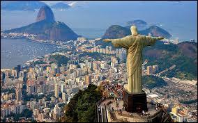 Ce monument de Rio de Janeiro se trouve dans le pays brésilien, comment s'appelle-t-il ?