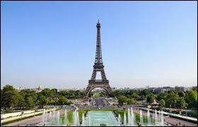 Nous commençons ce tour du monde avec ce monument qui se trouve à Paris.