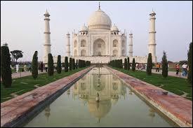 Comment s'appelle ce monument se situant en Inde à Agra ?