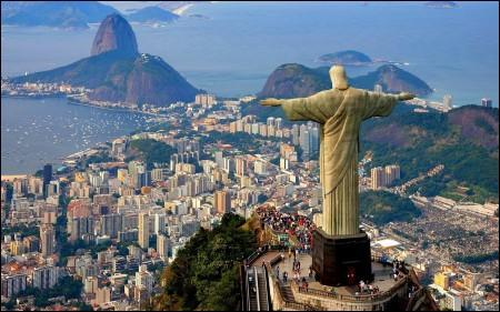 """De la plage de Copacabana ou du sommet du Corcovado, avec tous les Cariocas : """"Feliz Natal ! """". Où suis-je ?"""