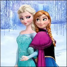 Elsa va accidentellement blesser sa sœur avec ses pouvoirs. Où sa sœur a-t-elle été blessée ?