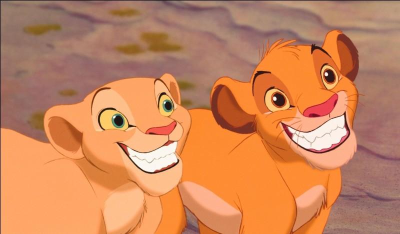 Qui est cette femelle lionceau à côté de Simba ?