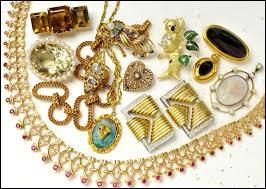 Nous avons volés tous ...... bijoux.