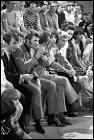"""En 1966, """"Age tendre et tête de bois"""", première émission télévisée musicale pour les jeunes, est retransmise en direct depuis un DC-8 pour un vol Paris-Marseille-Paris."""