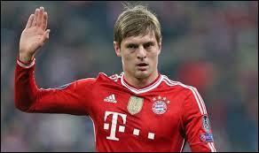 Il était au Bayern Munich mais il été acheté par le Real Madrid. Qui est-ce ?