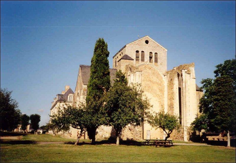 Quel département ne pourrez-vous rejoindre directement à partir de celui de la Mayenne ?