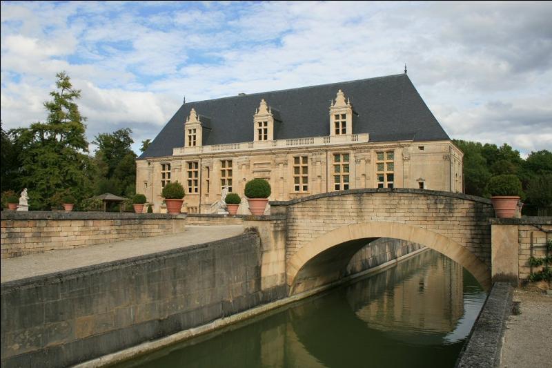 Le département de la Haute-Marne ne touche pas à celui :