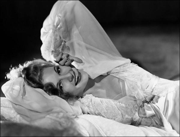 """Reggiani chantait """"La femme qui est dans mon lit ..."""", mais quel était son prénom ?"""