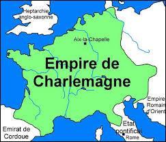 Durant le règne de Charlemagne, le territoire du royaume s'accroit considérablement par la conquête de la Lombardie, la Saxe , la Bavière et la constitution de la marche d'Espagne. Comment s'appelait l'immense empire que Charlemagne s'est constitué ?