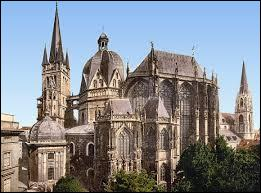 Quelle ville, située aujourd'hui en Allemagne, a été la capitale de son Empire ?