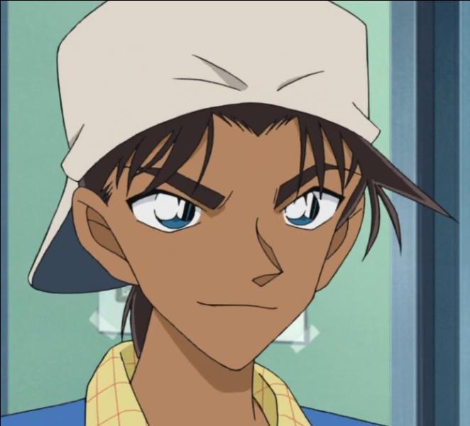 Ami de Conan et l'un des seuls à connaître sa vraie identité, j'habite à Osaka et je suis l'ami d'enfance de Kazuha. Qui suis-je ?