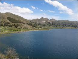Quelle est la particularité du lac Titicaca ?