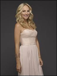 Pour qui Caroline avait-elle des sentiments dans la saison 6 ?