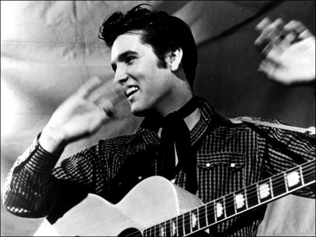Quel film sorti en 1979, avec Kurt Russell, rend hommage à Elvis en racontant le début de carrière du King ?