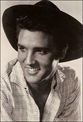 """Complétez les premières paroles de la chanson """"Love Me Tender"""" (1956) : """"Love me tender, love me …"""""""