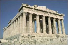 Dans quelle cité grecque le premier système politique démocratique a-t-il vu le jour au Ve siècle avant JC ?