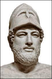 Quel grand homme politique de la Grèce antique, connu pour sa grande sagesse, marque l'apogée de démocratie entre -444 et -429 ?
