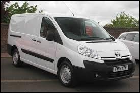 Prenez un Peugeot Expert ou un Citroën Jumpy et greffez un logo Toyota. Vous obtenez alors cet utilitaire, qui porte le nom de ...