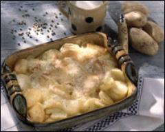 Quel fromage entre dans la composition du gratin de pommes de terre façon savoyarde ?