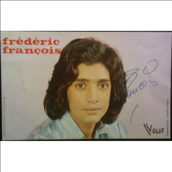 Le chanteur belge né en Sicile, Frédéric François a interprété « N'oublie jamais » en 1974.