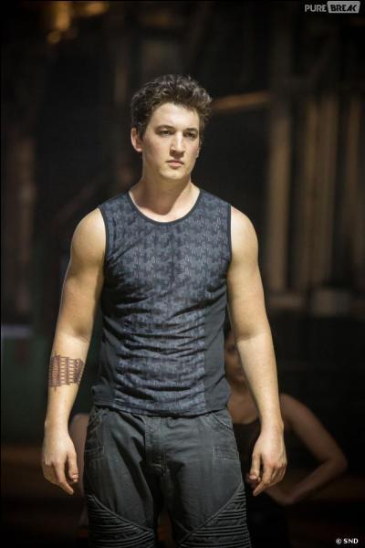 De qui Tris tombe-t-elle amoureuse ?