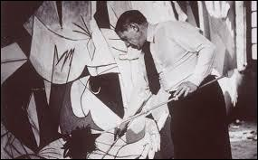 Où se situe la ville de Guernica, bombardée par l'armée allemande au service des troupes espagnoles en 1937 ?
