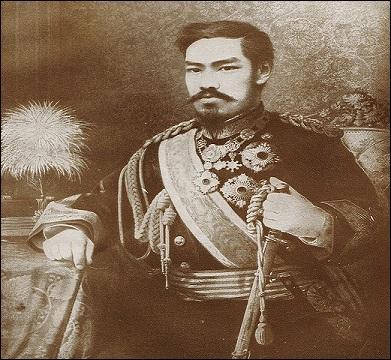 Le Japon traversa une crise au milieu du XIXe siècle qui entraîna de fortes oppositions au pouvoir du shogun. Qui monta sur le trône impérial en 1867 ?