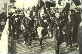 Qui accompagnait Mussolini lors de la Marche sur Rome ?